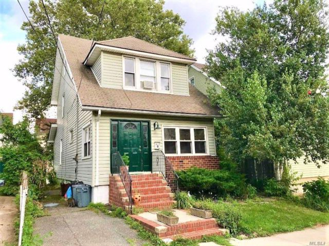 4 BR,  1.55 BTH Colonial style home in Bayside