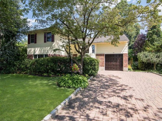 4 BR,  1.50 BTH  Split style home in Smithtown