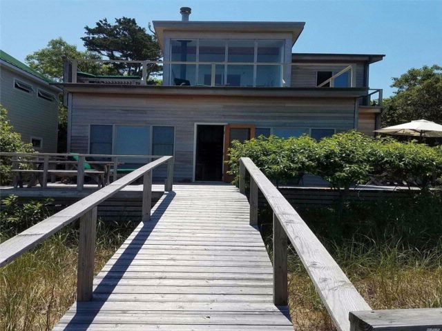 3 BR,  1.50 BTH Contemporary style home in Water Island