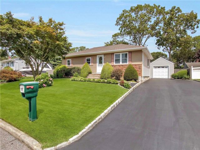 3 BR,  1.00 BTH Ranch style home in Port Jefferson Station