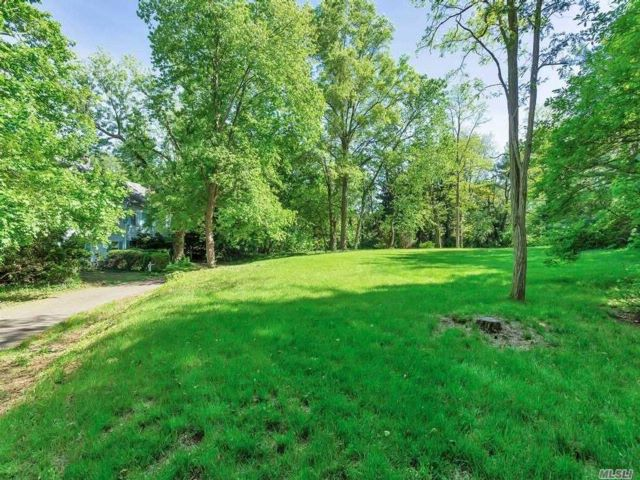 Lot <b>Size:</b> 2.04 acres  Land style home in Muttontown