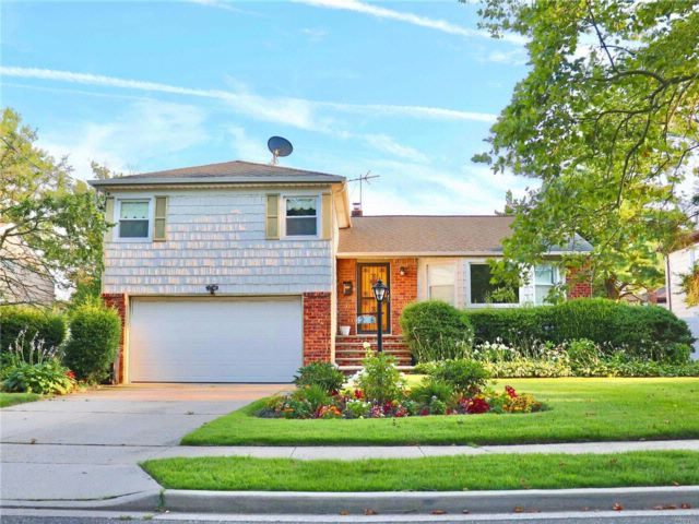 4 BR,  3.00 BTH Split ranch style home in Roosevelt