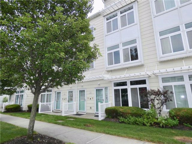 3 BR,  2.50 BTH Apt in house style home in Arverne