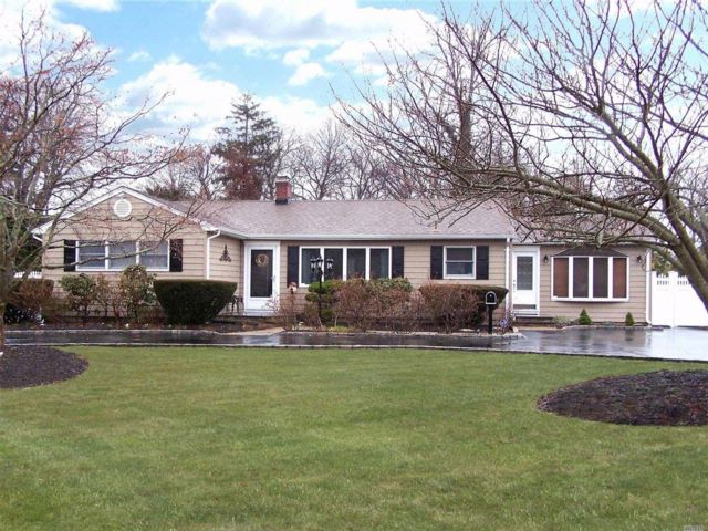 3 BR,  2.00 BTH Exp ranch style home in Bayport
