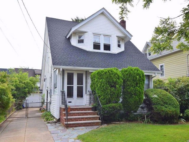 3 BR,  1.50 BTH Colonial style home in Freeport