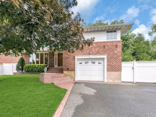 3 BR,  2.50 BTH Split style home in Seaford