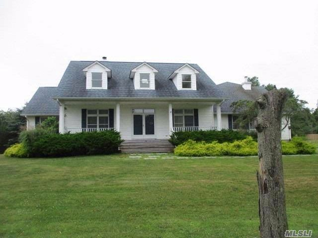 4 BR,  4.00 BTH  Post modern style home in East Moriches