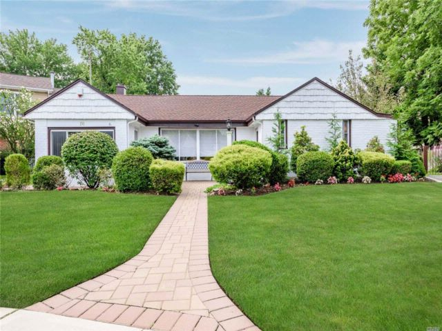 3 BR,  2.00 BTH Exp ranch style home in Lynbrook
