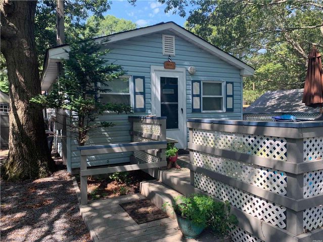 2 BR,  1.00 BTH Cottage style home in Baiting Hollow