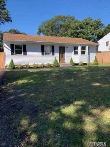 3 BR,  1.50 BTH Ranch style home in Selden