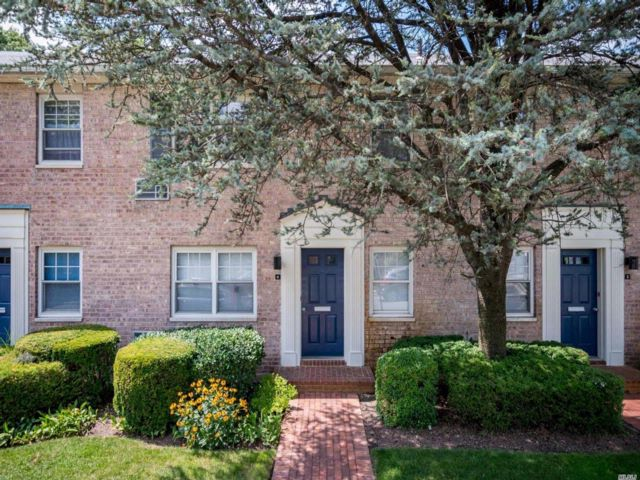 1 BR,  1.00 BTH Co-op style home in Rockville Centre