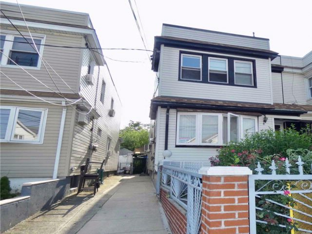 3 BR,  1.00 BTH Duplex style home in Woodhaven