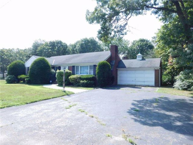 3 BR,  2.00 BTH Ranch style home in Patchogue