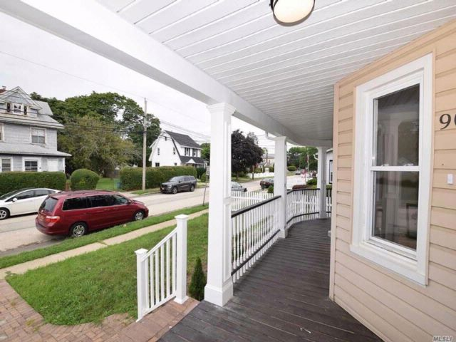 3 BR,  2.00 BTH Colonial style home in Freeport