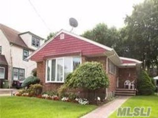 4 BR,  2.50 BTH Ranch style home in Great Neck