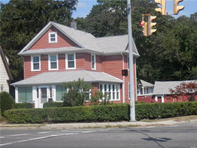 3 BR,  2.00 BTH  Colonial style home in West Babylon