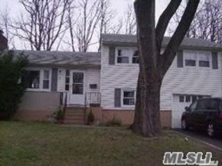 3 BR,  2.00 BTH Split style home in Oyster Bay