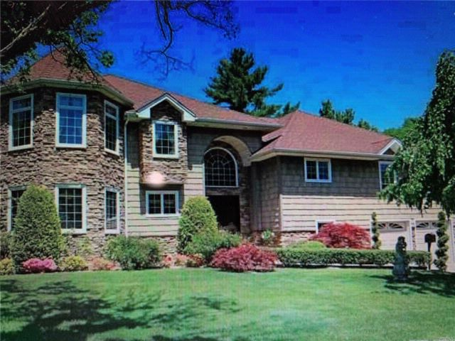 5 BR,  4.00 BTH Contemporary style home in Great Neck
