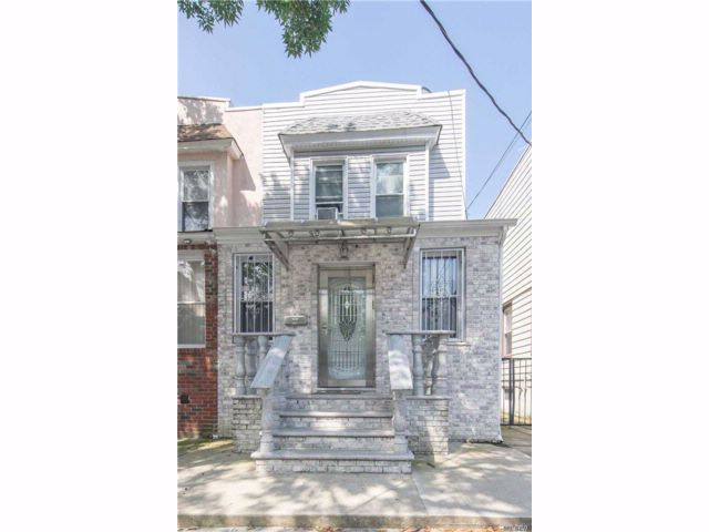 3 BR,  2.50 BTH Colonial style home in Kew Gardens