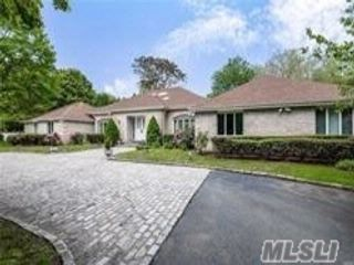 5 BR,  4.50 BTH  Ranch style home in Lattingtown