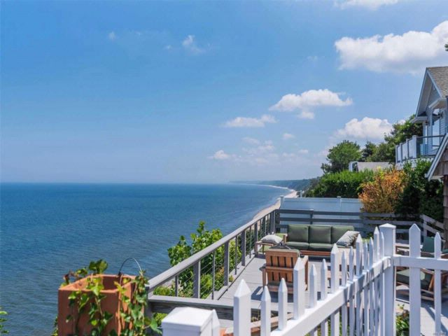 2 BR,  2.50 BTH Contemporary style home in Rocky Point