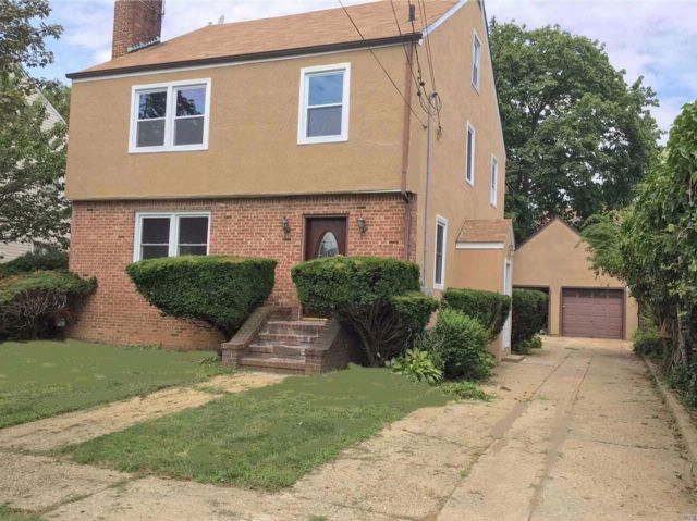 5 BR,  1.50 BTH  Colonial style home in Hempstead