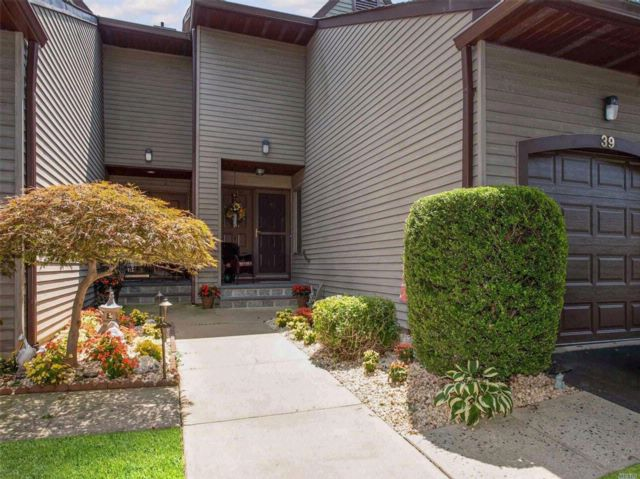 3 BR,  2.50 BTH Co-op style home in Merrick