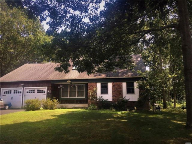 4 BR,  2.50 BTH  Exp cape style home in Mt. Sinai