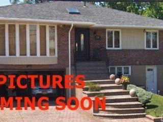 5 BR,  3.00 BTH Raised ranch style home in North Woodmere