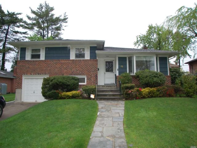 3 BR,  3.00 BTH  Split level style home in New Hyde Park