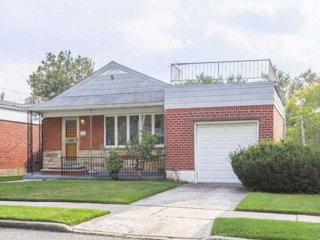 3 BR,  2.50 BTH  Ranch style home in Fresh Meadows
