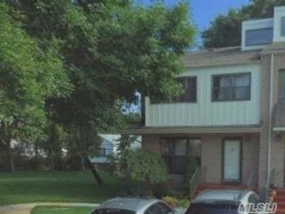 3 BR,  2.50 BTH Townhouse style home in Valley Stream