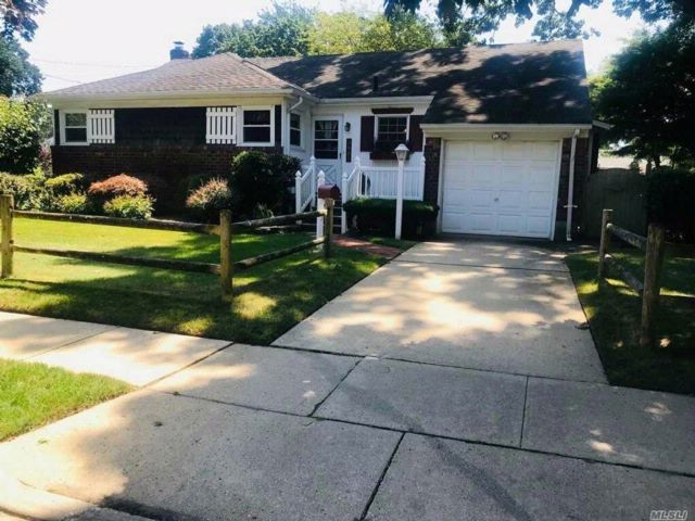 [Wantagh Real Estate, listing number 3085022]