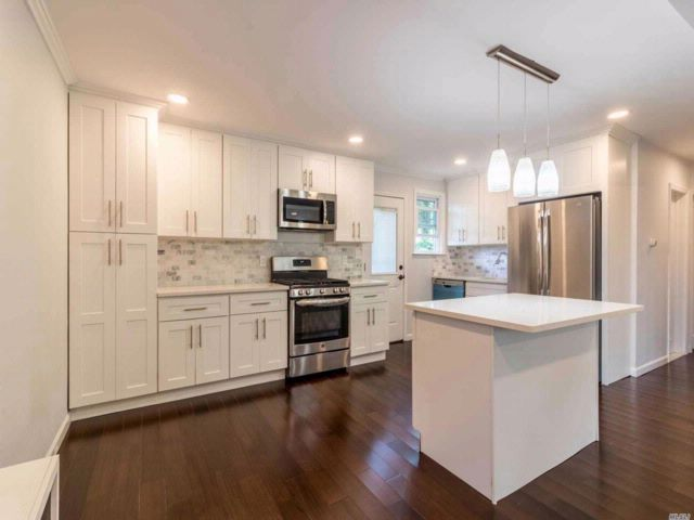 4 BR,  3.00 BTH Cape style home in Elmont