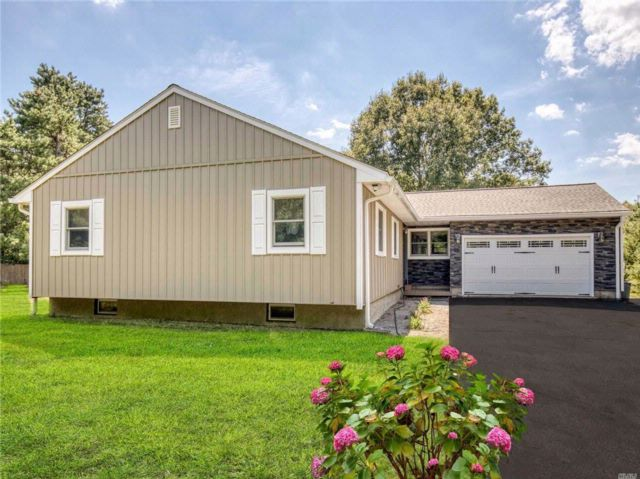 4 BR,  4.00 BTH Exp ranch style home in Manorville