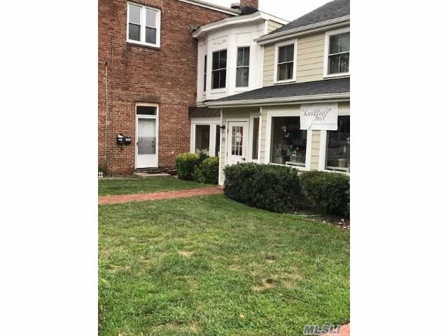 1 BR,  1.00 BTH Apt in bldg style home in Oyster Bay