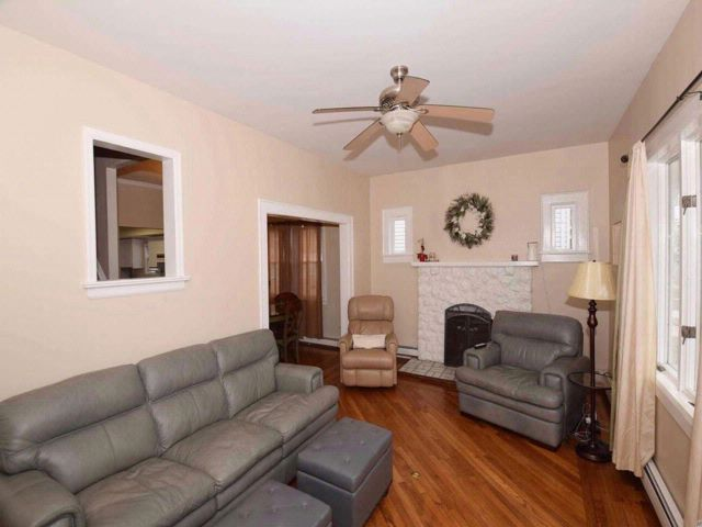 4 BR,  2.00 BTH 2 story style home in Oceanside