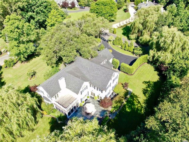 5 BR,  5.50 BTH Colonial style home in Hewlett Bay Park