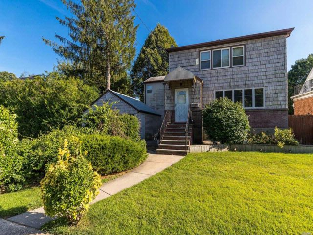 6 BR,  3.00 BTH Hi ranch style home in Lynbrook