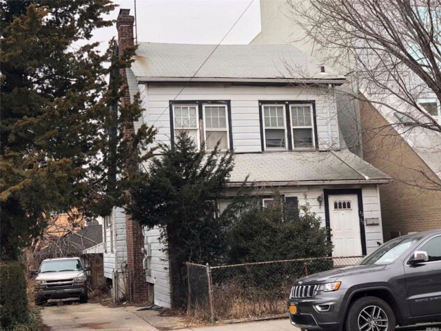 5 BR,  2.00 BTH  Cape style home in Flushing