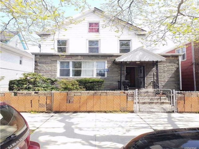5 BR,  3.00 BTH  Colonial style home in Canarsie