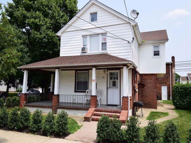Studio,  0.00 BTH  Free st bldg style home in Mineola
