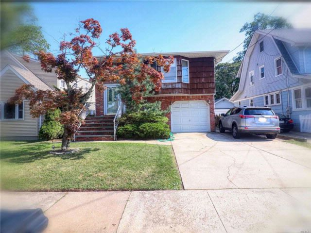 5 BR,  2.00 BTH Hi ranch style home in Lynbrook