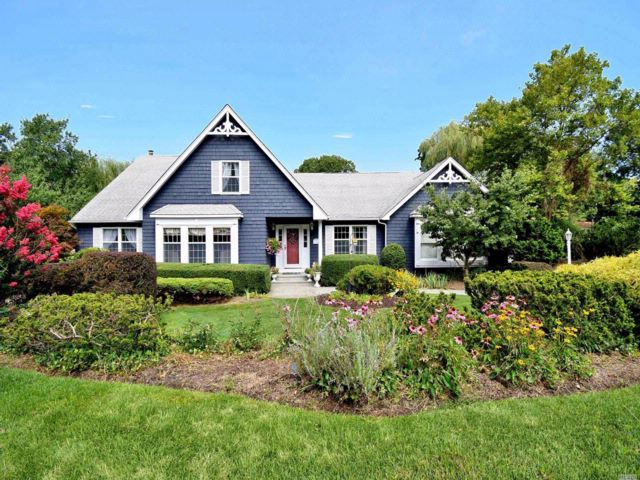 4 BR,  4.50 BTH Farm ranch style home in Stony Brook