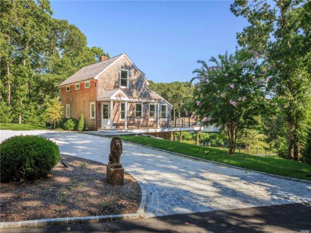 3 BR,  3.00 BTH Colonial style home in Cutchogue