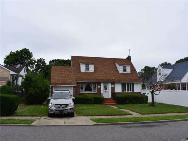 4 BR,  1.00 BTH  Cape style home in West Hempstead