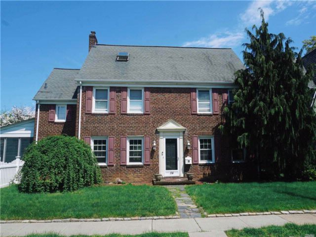4 BR,  2.00 BTH  Colonial style home in West Hempstead