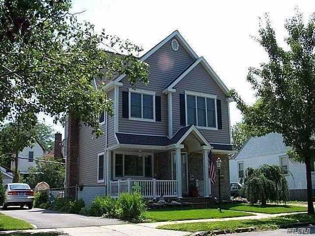 3 BR,  2.50 BTH Colonial style home in Williston Park