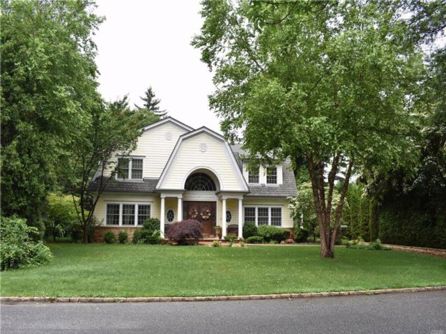 5 BR,  3.55 BTH Colonial style home in East Williston