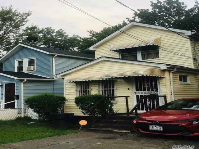 3 BR,  3.00 BTH  2 story style home in Laurelton